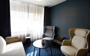 Hotelværelse på Hotel Ritz, indrettet med tapet fra Tapetforum